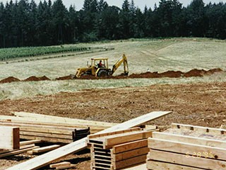 1994-1997 - Mark Bradford constructing big yard where house is